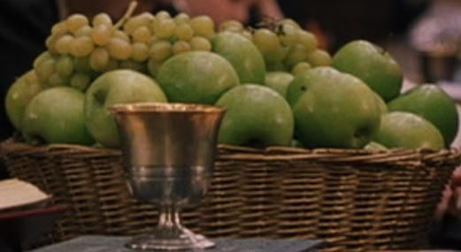 File:Green apples with grapes.jpg