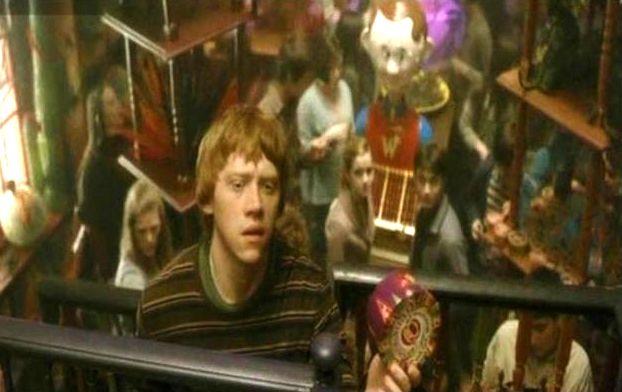 File:Ron Weasley at their WWW joke shop.jpg