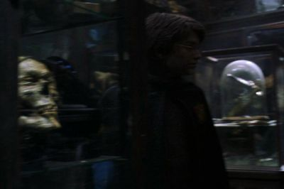 File:Harry at Knockturn Alley.jpg