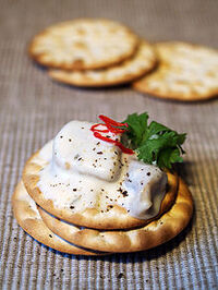 File-Crackers with herring and garlic sauce