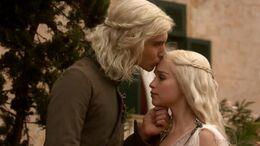 Viserys Daenerys Targaryen hbo.jpg
