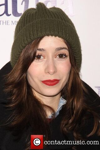 File:Cristin-milioti-matilda-the-musical-arrivals 3601351.jpg