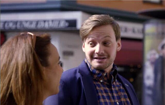 Fil:Goggen og Amanda møter opp til Flash Mob.jpg