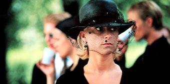 Fil:Ninni i Georgs begravelse.jpg