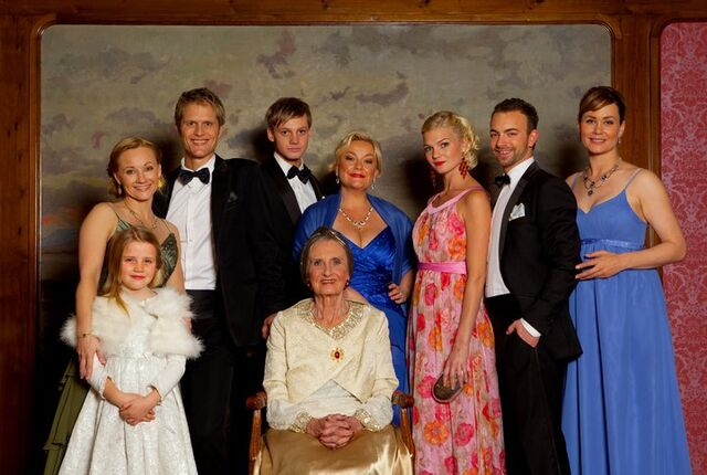 Fil:Episode 2000 familiebilde.jpg