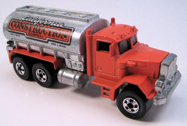 File:Peterbuilt tank truck orange, BW, unpainted tank, metal HK base.JPG