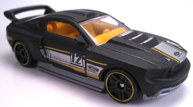 File:Custom '12 Ford Mustang 2014 50 years set car.JPG