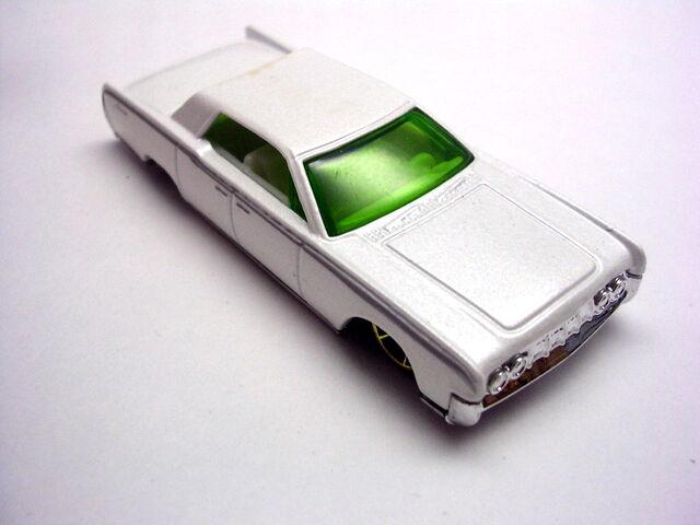 File:White Lincoln Contine.JPG