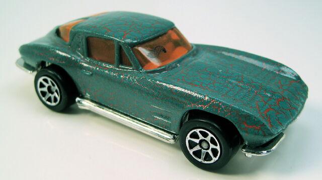 File:63 split window corvette krackle car series 7sp.JPG