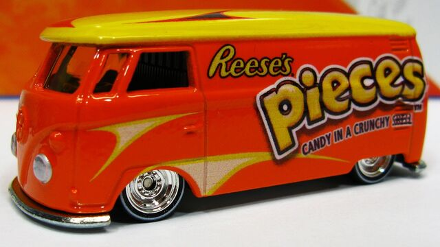 File:Reeses bus.jpg