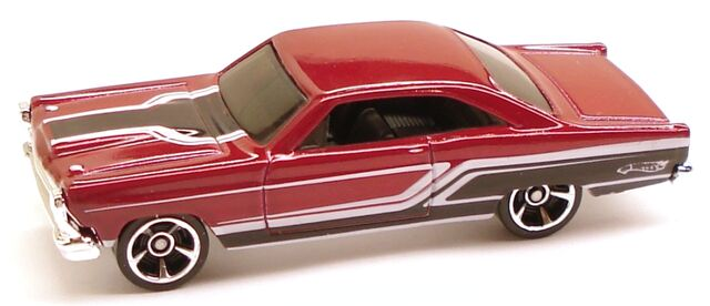 File:Fairlane muscle red.JPG