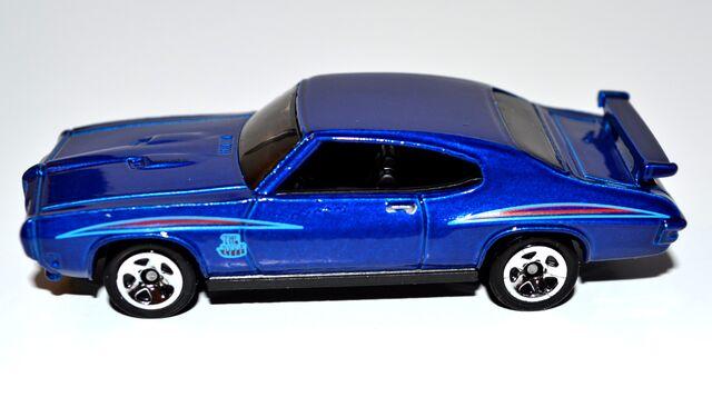 File:'70 Pontiac GTO Judge blue.jpg