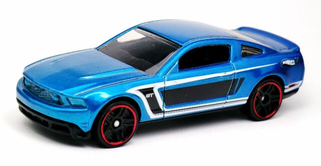 File:2010 Ford Mustang GT-2013 5-Pack.jpg