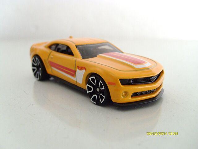 File:Camaro 2013 special edition yellow.JPG
