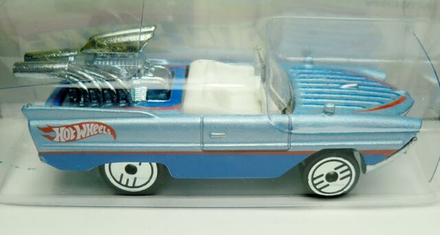 File:Amphicar-2013 Flying Customs.jpg