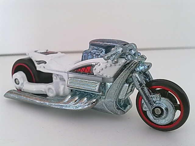 File:Moto-Airy8whitered-2008.jpg