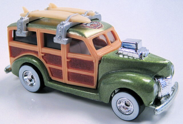 File:40s woodie apple green metallic 35th anniversary convention 2003.JPG
