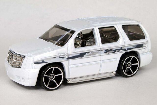 File:Pearl White '07 Cadillac Escalade - 6606df.jpg