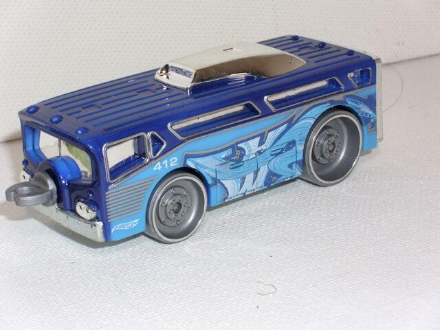 File:Bendy Bus Car (800x600).jpg