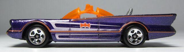 File:Hw 1966 batmobile 2012 W4469 side 01 Kroger Halloween Exclusive Purple.jpg
