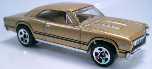 File:67 chevelle ss 396 gold 5sp first editions 2010.JPG