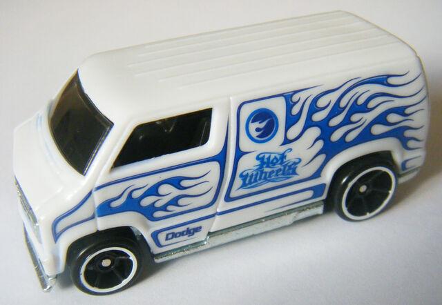 File:77 Dodge Van - Colorshifters White.JPG