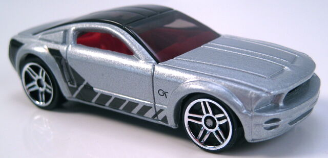 File:Ford Mustang GT Concept no name on base 2004 FE.JPG