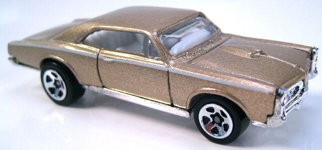 File:67 Pontiac GTO gold metallic GM 5pack car 2008.JPG