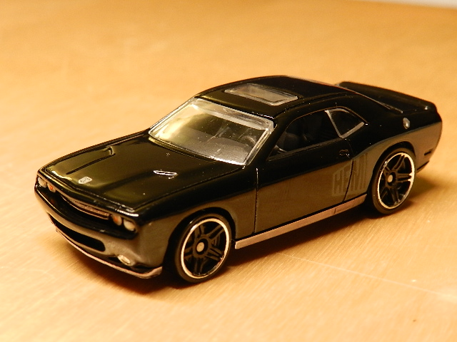 File:Dodge Challenger '08 SRT8 7.jpg