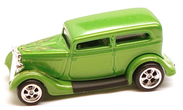 File:34FordSedan Garage Green.JPG