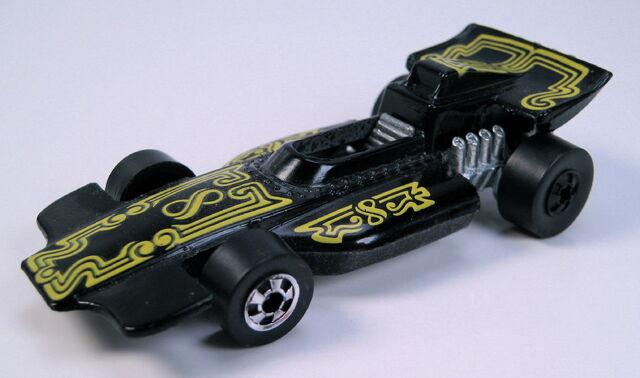 File:Formula PACK black BW error - one black wheel.JPG