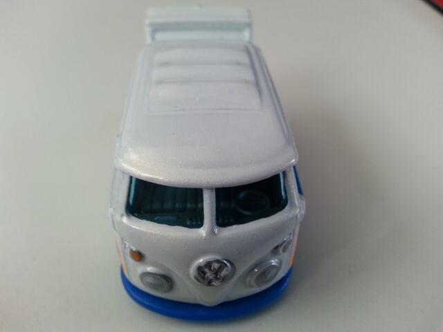 File:Volkswagen Kool Kombi front.jpg