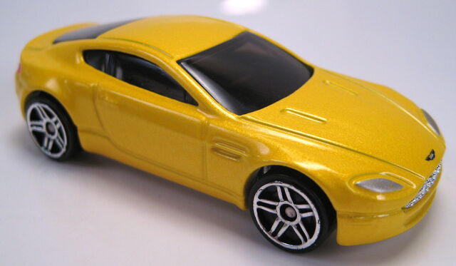 File:Astom Martin V8 Vantage yellow metallic.JPG