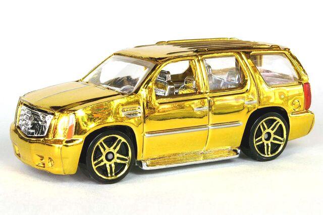 File:Gold '07 Cadillac Escalade - 6404ef.jpg
