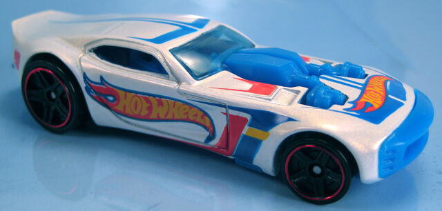 File:Nitro Doorslammer white pearl HW racing 2013.JPG