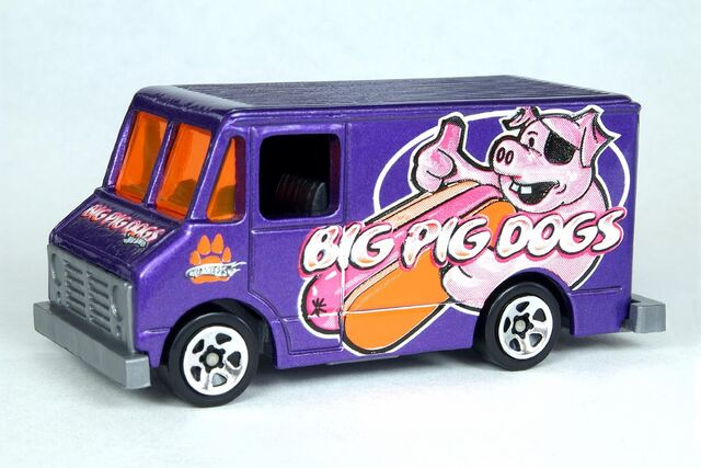 File:Big Pig Dogs Combat Ambulance - 6455cf.jpg