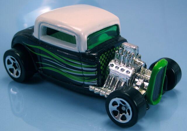 File:32 ford black white int roof 5sp elvis drive in set 2001.JPG