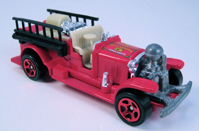 File:Old number 5 red red 5sp decades tin.JPG