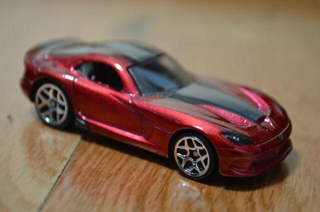 File:2016-Mult-Pack-2013 Dodge Viper SRT-Front-Loose.jpg