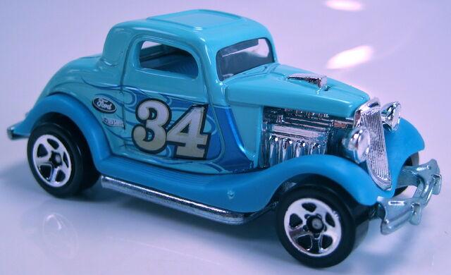 File:3 Window 34 blue 2013 American Turbo.JPG