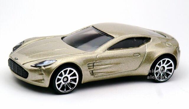 File:Aston Martin One-77-2013 5-Pack.jpg