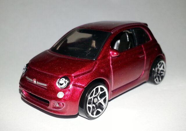 File:HW-2014-25-Fiat 500-Night Burnerz.jpg