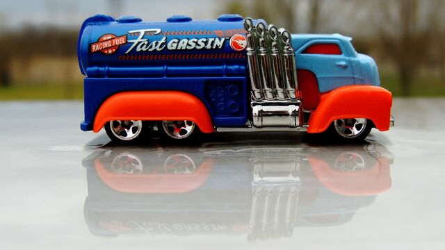 File:Hot-wheels-treasure-hunts-2015-fast-gassin-th-942201-MLC20299590507 052015-F.jpg