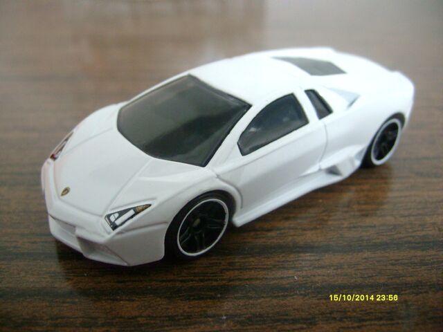 File:Lamborghini reventón white.JPG