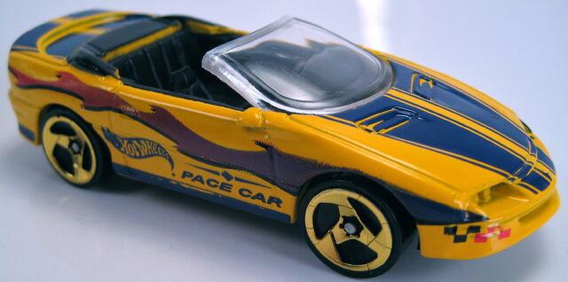 File:'95 Camaro convertible yellow 2000.JPG