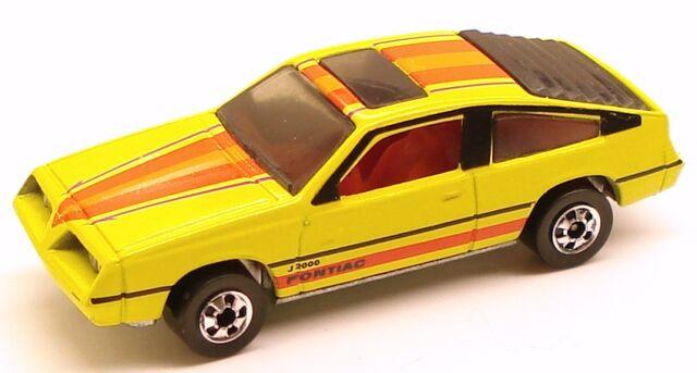 File:Pontiac J-2000 HK.jpg