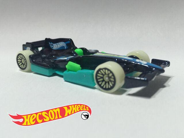 File:Glow Wheels - 2016 - F1 Racer.jpg