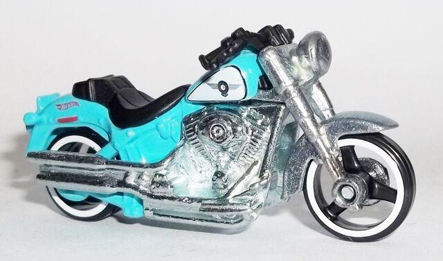 File:HW-2014-209-Harley Davidson Fat Boy-Garage.jpg
