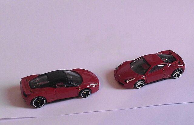 File:Zwei Ferraris klein 1.JPG