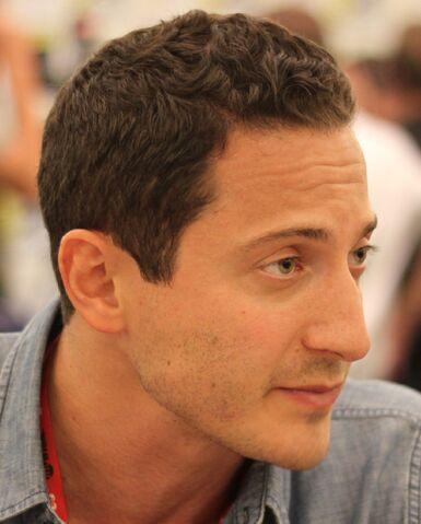 File:Sasha Roiz at Comic-Con 2011 cropped.jpg